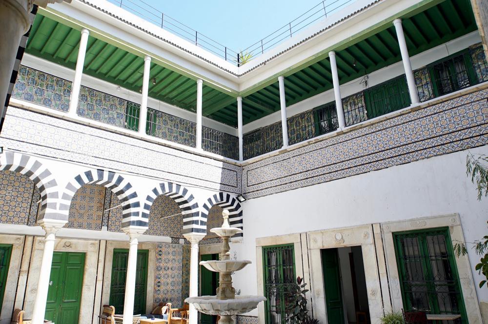 L'Art Rue situé dans la demeure historique du Dar Bach Hamba, souk el Blatt, médina de Tunis