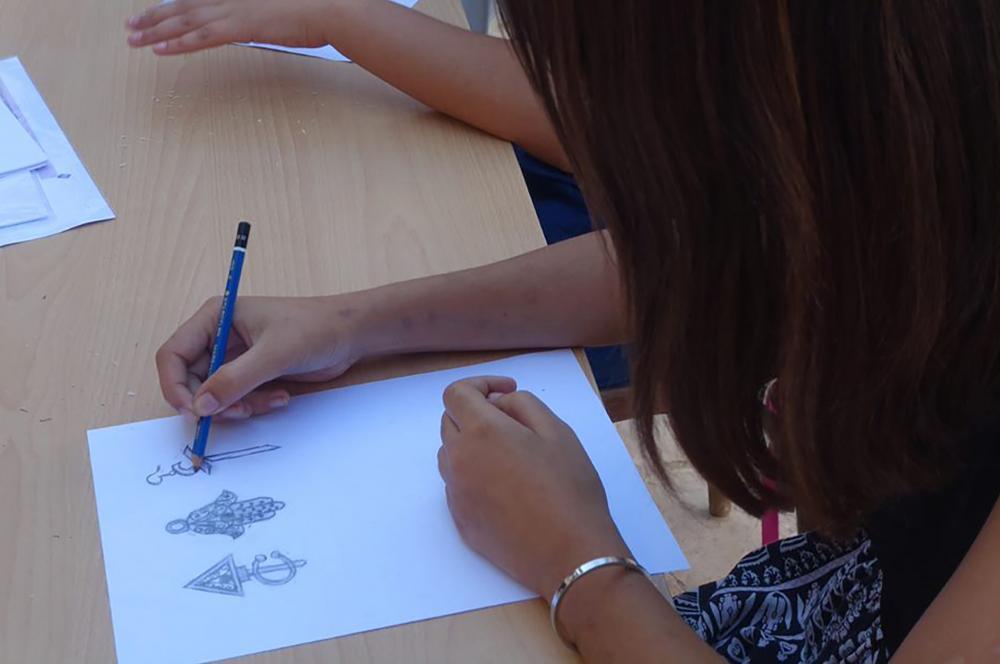 Atelier design et artisanat, Sāni` صَانِع, animé par Chemseddine Mechri avec des enfants au sein de L'Art Rue - septembre-octobre 2021